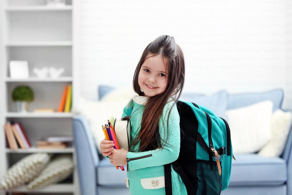 Dziewczynka z plecakiem