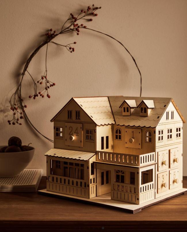 Kalendarz adwentowy w kształcie domku