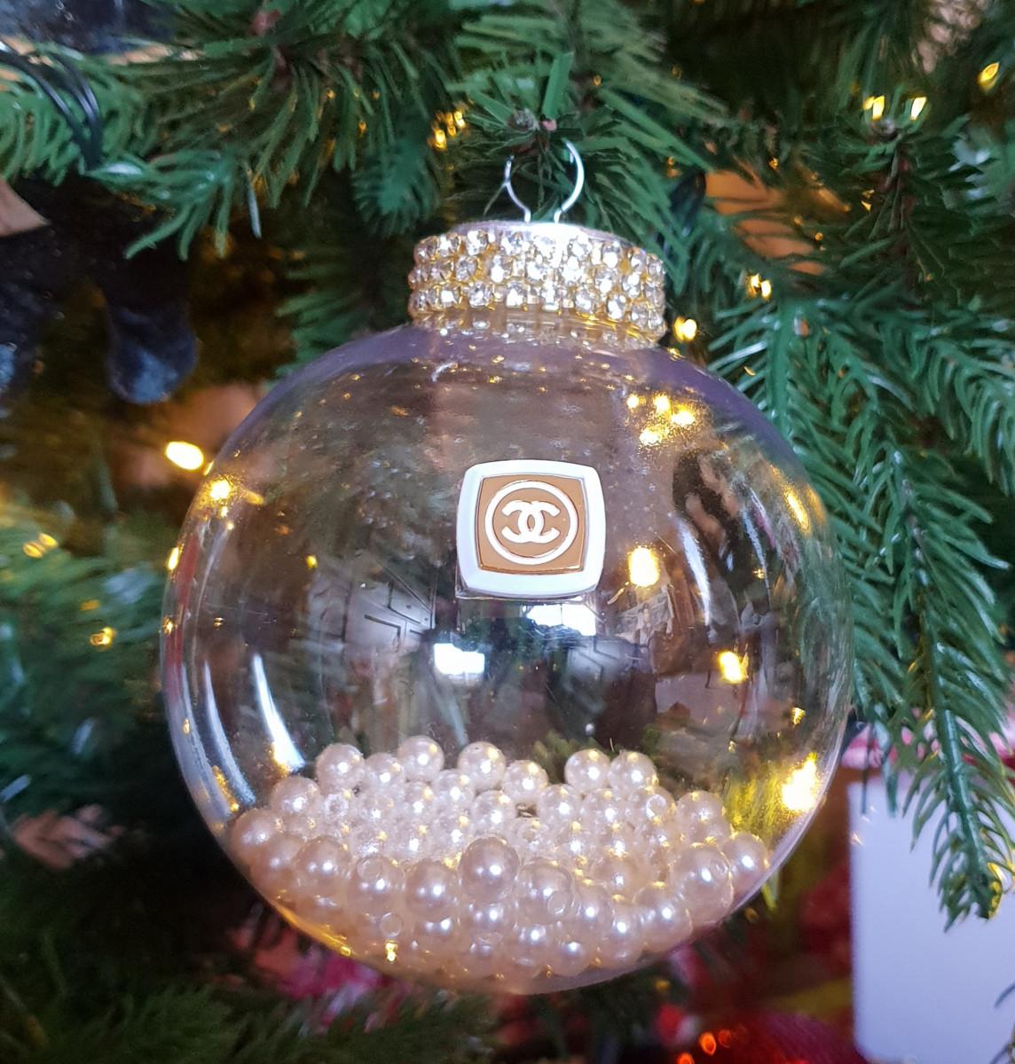 Ozdoba od Chanel na najdroższej choince świata