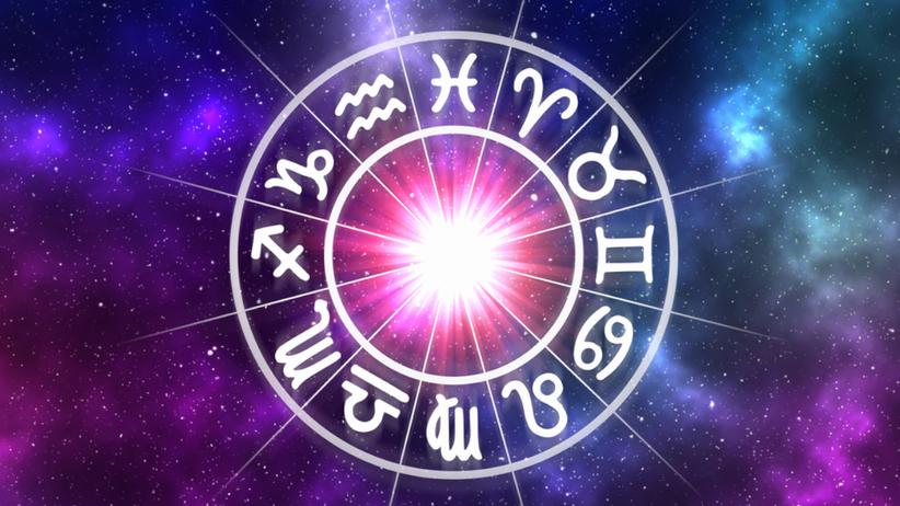 Znaki zodiaku symbole na gwieździstej planszy