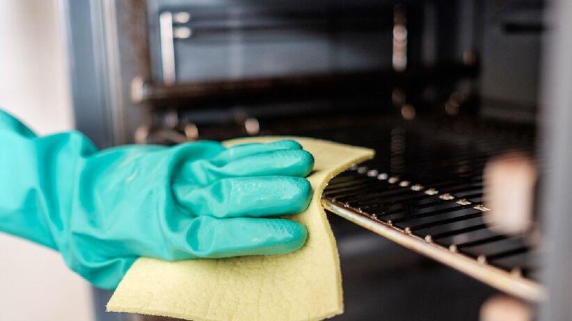 Mycie piekarnika folią aluminiową