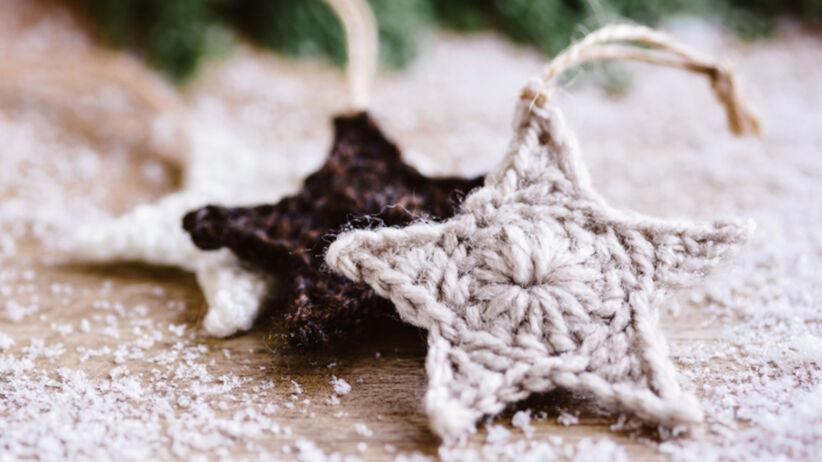 Gwiazdki na szydełku zrobione na święta