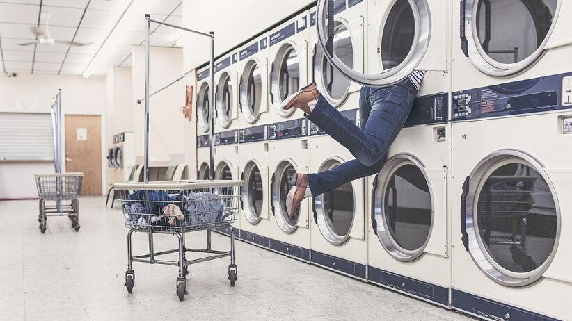 Błędy, które popełniamy podczas prania i suszenia ubrań