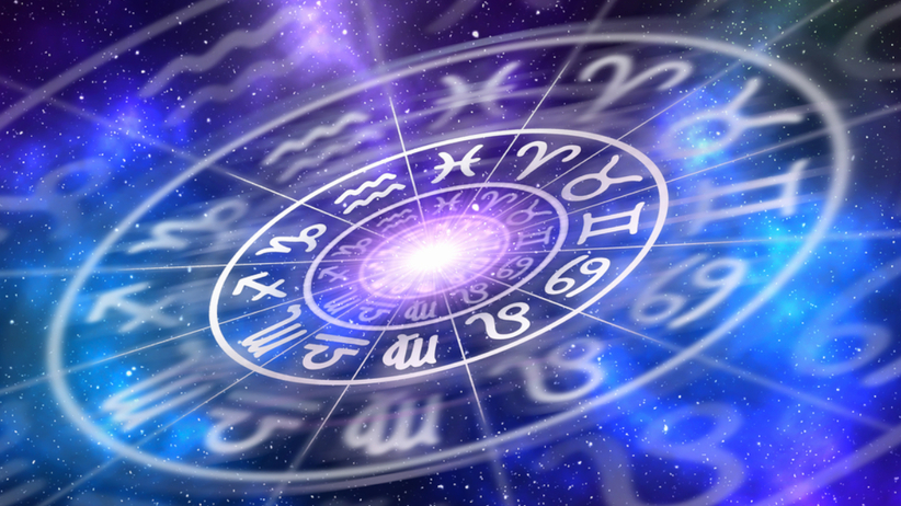 Symbole znaków zodiaku na gwieździstym tle.