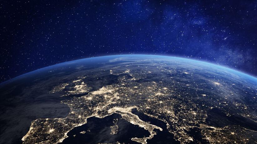 Gwiazdy nad ziemią widziane z perspektywy kosmosu