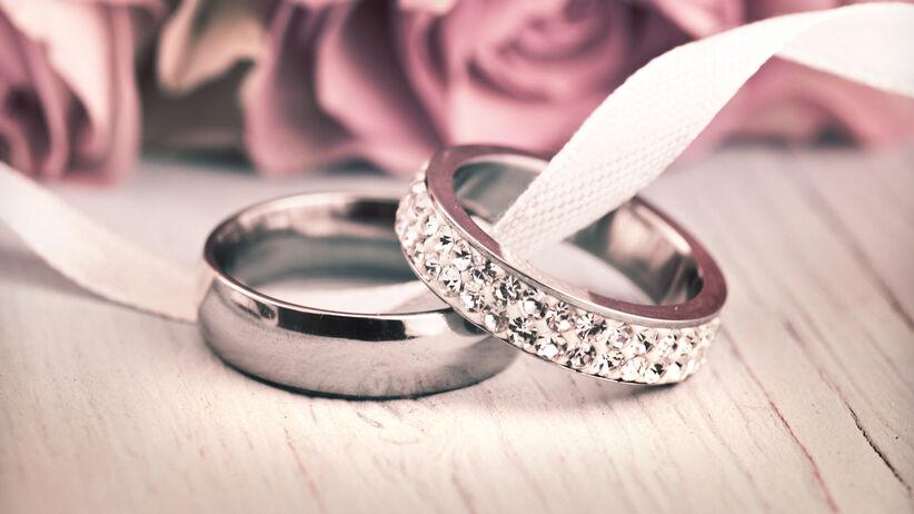 Obrączki ślubne tytanowe. Alternatywa dla złota i platyny