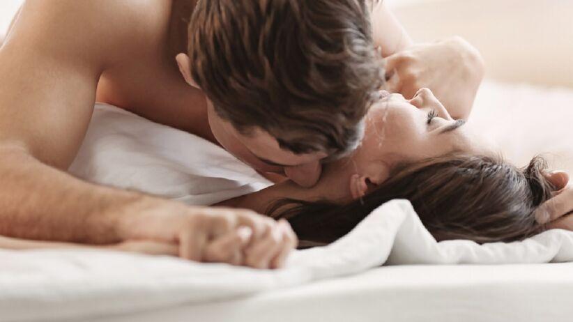 Para uprawia seks
