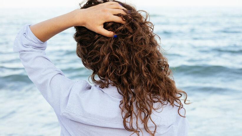 Jak zakręcać włosy na papiloty