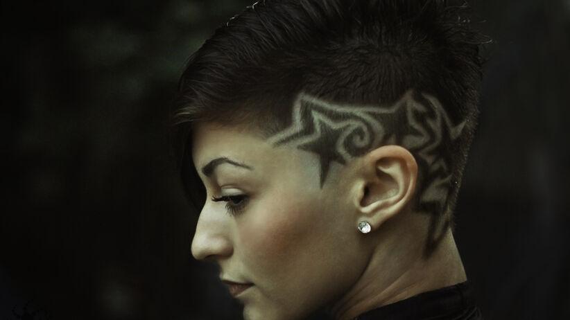Wzorki na włosach, czyli hair tattoo
