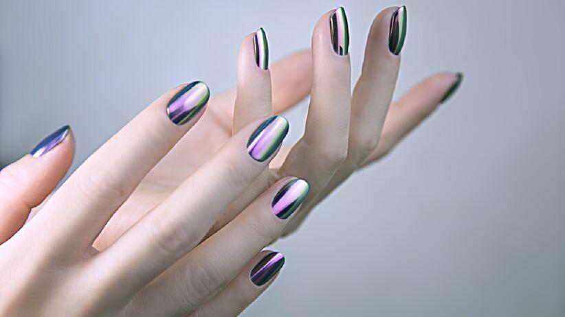 Efekt lustra na paznokciach