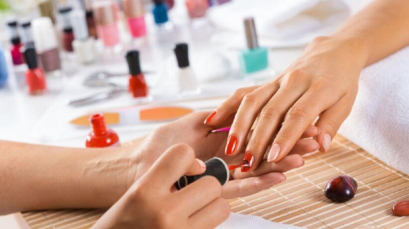 Manicure hyrydowy