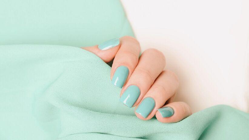 Miętowe paznokcie