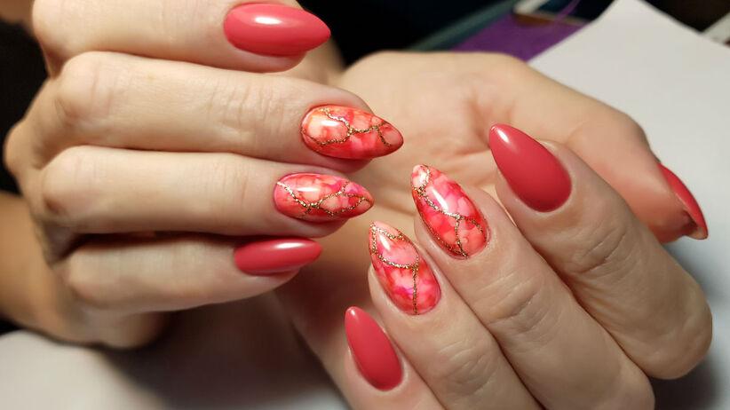 paznokcie migdałki