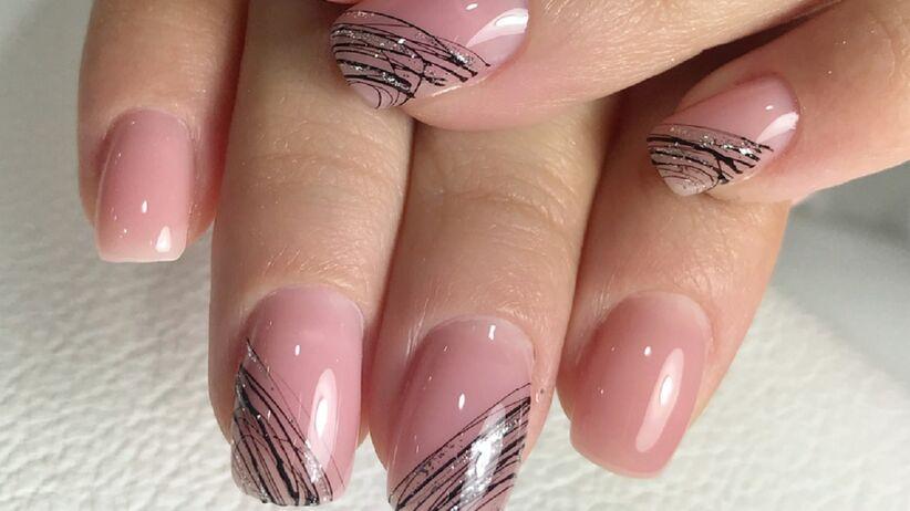Spider gel manicure