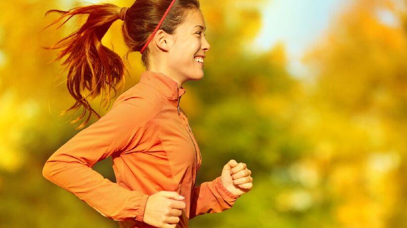 Kobieta w stroju do biegania