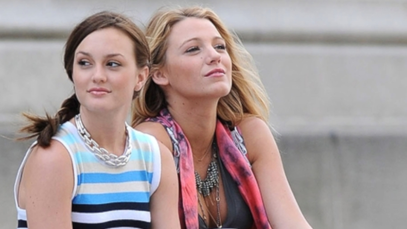 "Blake Lively i Leighton Meester w kadrze z serialu ""Plotkara"""