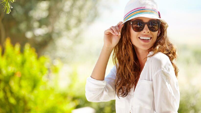Kobieta w letnim stroju