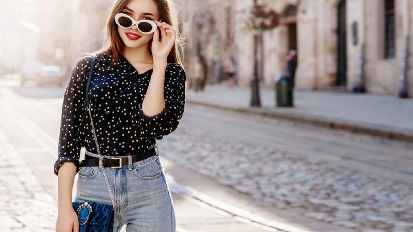 Kobieta w modnej stylizacji