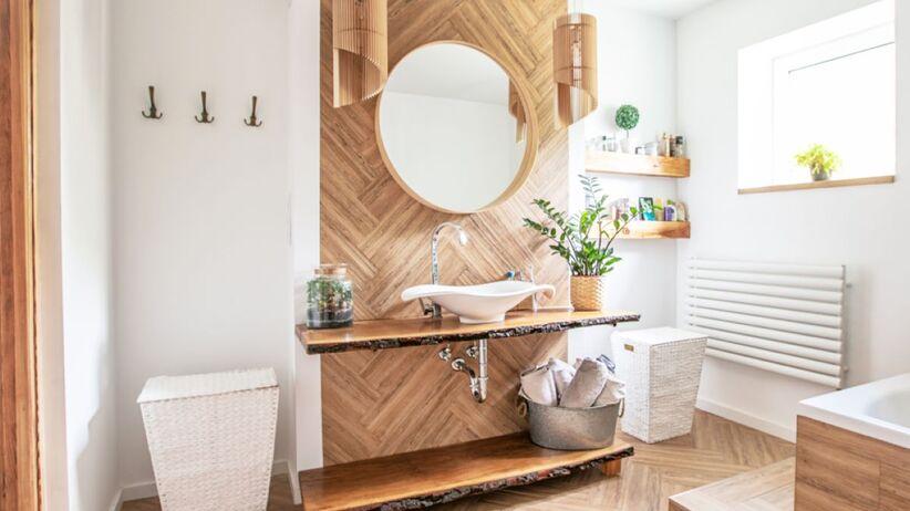 Jak urządzić łazienkę w drewnie?
