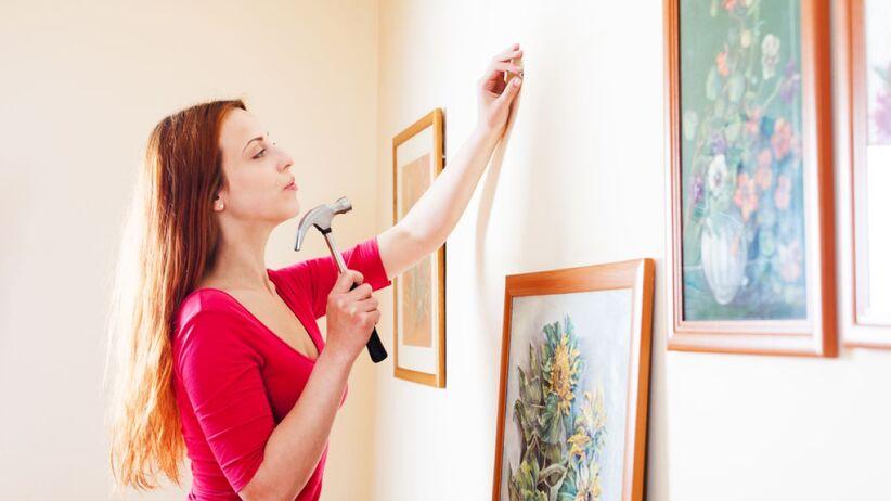 Jak powiesić obraz na ścianie?