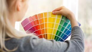 Ten kolor nazywany jest odcieniem spokoju. Dzięki niemu zrelaksujesz się w mieszkaniu