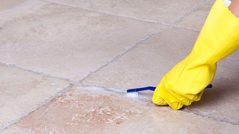 Jak skutecznie czyścić fugi?