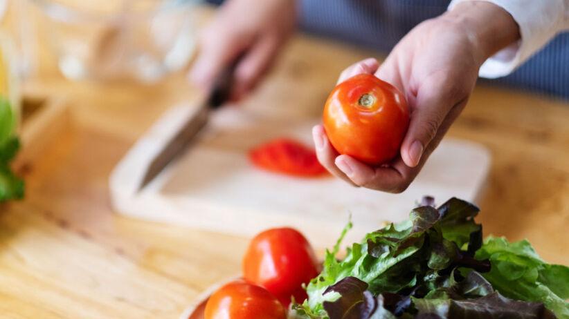 obieranie pomidorów bez noża