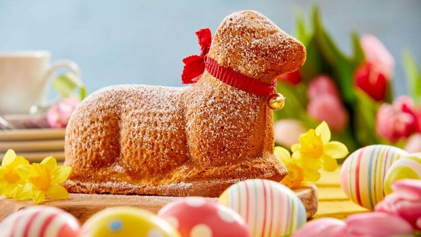 Wielkanocny baranek to popularna ozdoba stołu.