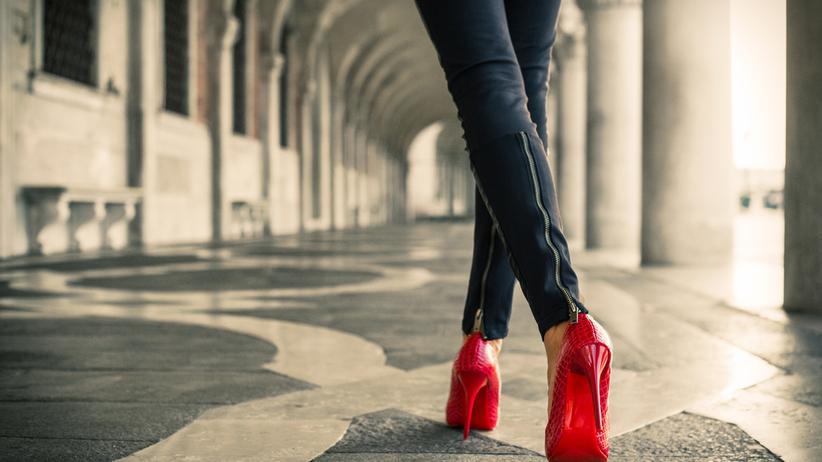 Sen o czerwonych butach. Co oznacza motyw czerwonych butów we śnie?