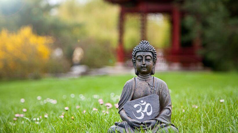 Symbol OM w trakcie medytacji pozwala uspokoić i wyciszyć umysł.