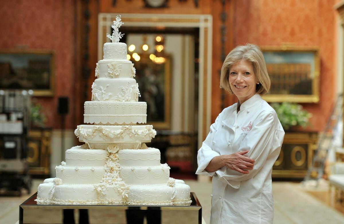 Cukierniczka Fiona Cairns z tortem weselnym Kate i Williama