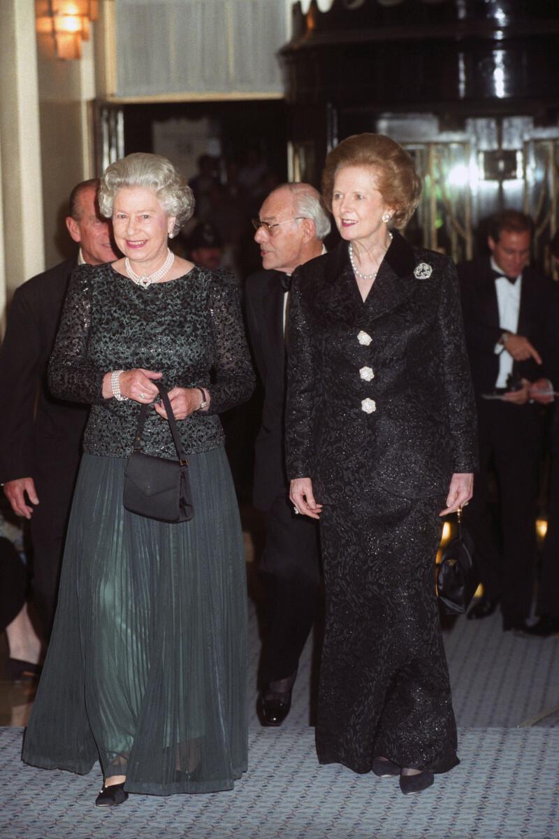 Królowa Elżbieta II na urodzinach Margaret Thatcher w 1995 roku