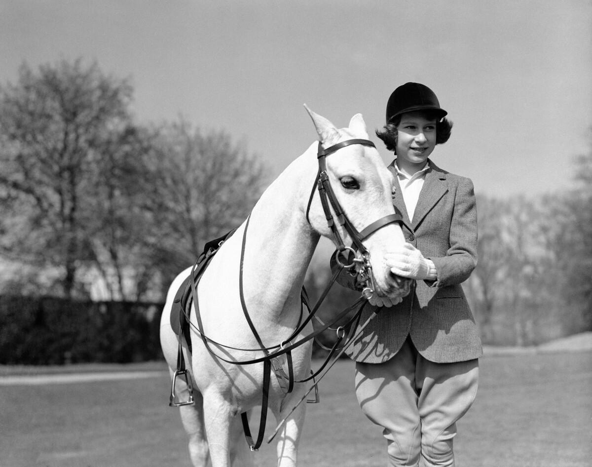 Królowa Elżbieta z koniem