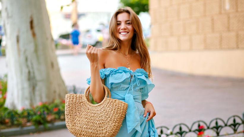 modna sukienka na wiosnę i lato