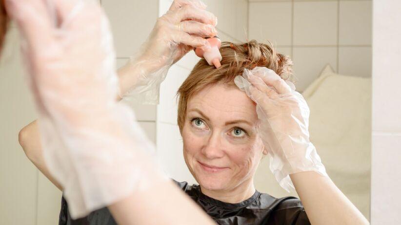 Jak zafarbować włosy w domu?