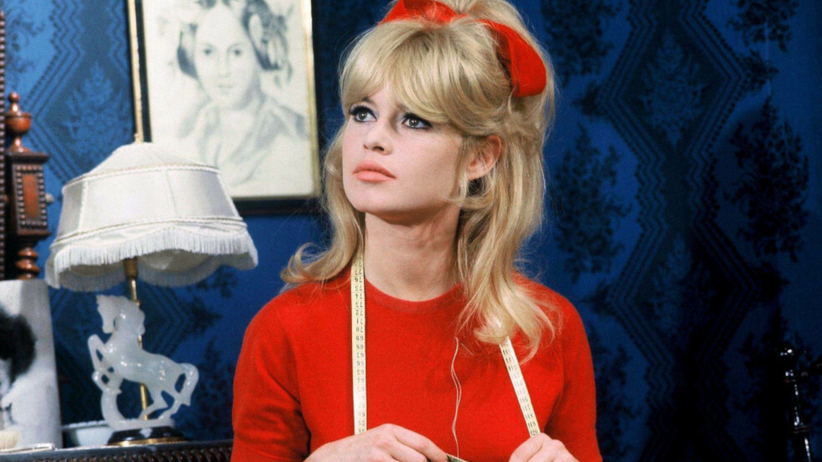 Brigitte Bardot w modnej fryzurze z lat 60.