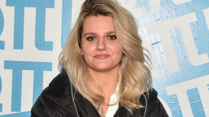 Zofia Zborowska w blond włosach i dużej czarnej kurtce