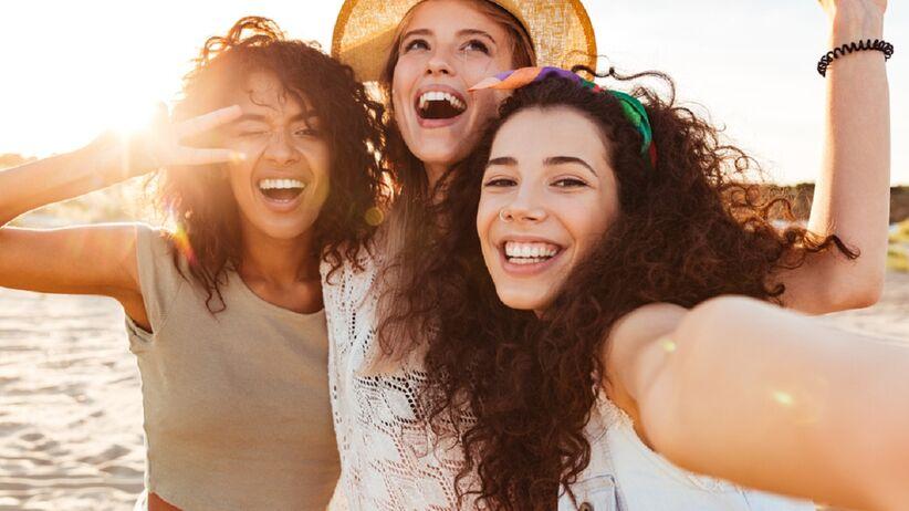 Promocja w Hebe: rozświetlający puder do twarzy to najlepszy kosmetyk na wiosnę. Kupisz go za ok. 16 zł