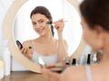 Trik z TikToka na wykonturowanie nosa. Prosty makijaż, który wykonasz za pomocą widelca