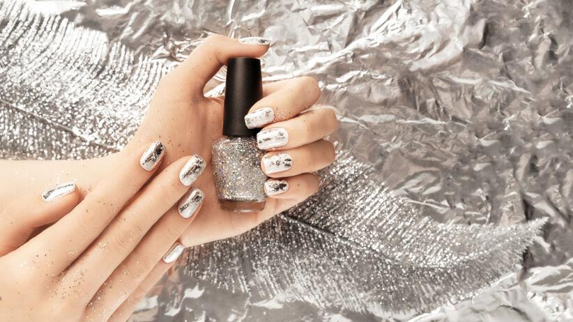 Foil nails w srebrnym kolorze