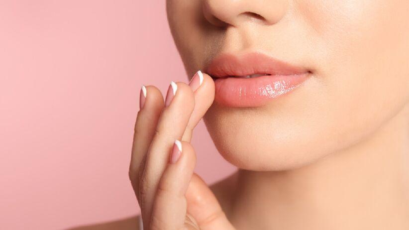 Naturalna metoda powiększania ust. Wystarczy, że użyjesz... olejku miętowego