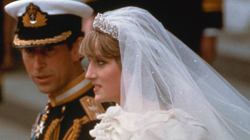 Księżna Diana w tiarze na ślubie z księciem Karolem
