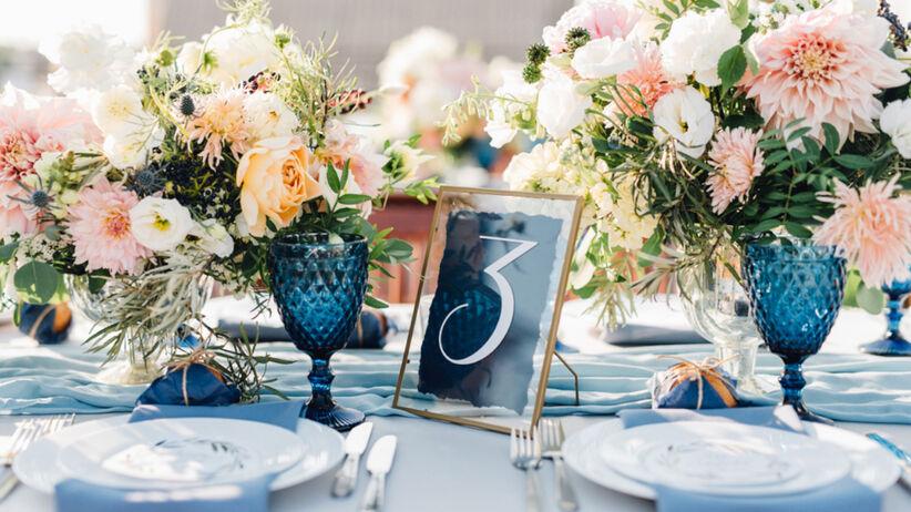 French blue to jeden z najmodniejszych kolorów na ślub i wesele 2021
