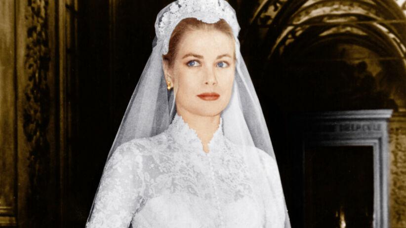 Grace Kelly w pięknej sukni ślubnej po swoim ślubie