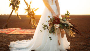 Te suknie ślubne będą najmodniejsze w 2021 roku. Która skradnie twoje serce?