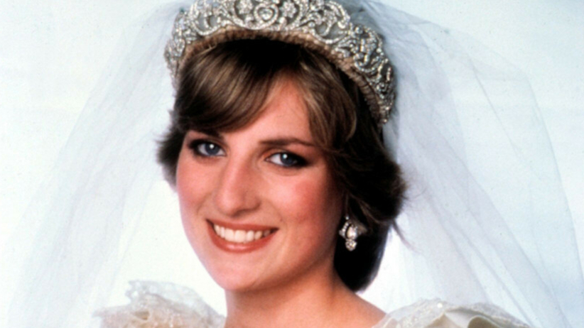 Księżna Diana w białej sukni i srebrnej tiarze