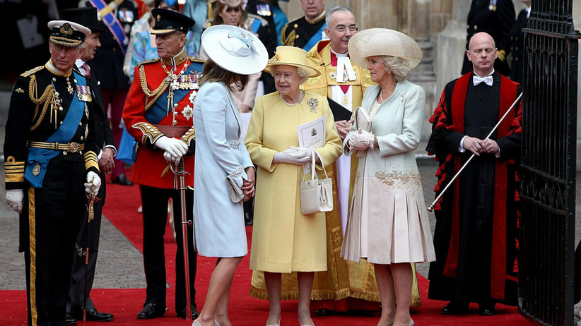 Królowa Elżbieta, księżna Kate i księżna Camilla podczas królewskiego ślubu