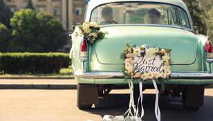 """Nietypowe tradycje ślubne ze świata. Spacer po """"dywanie z gości"""" to dopiero początek"""