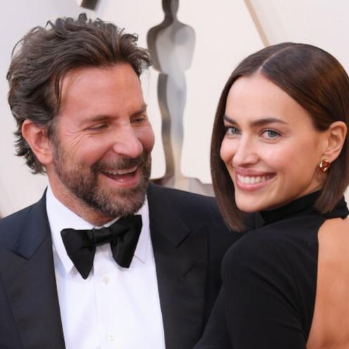 Bradley Cooper w garniturze i Irina Shayk z czarnej sukience na czerwonym dywanie przed galą rozdania Oscarów