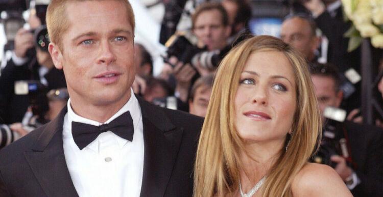 Brad Pitt w smokingu i Jennifer Aniston w białej sukience na czerwonym dywanie w Cannes